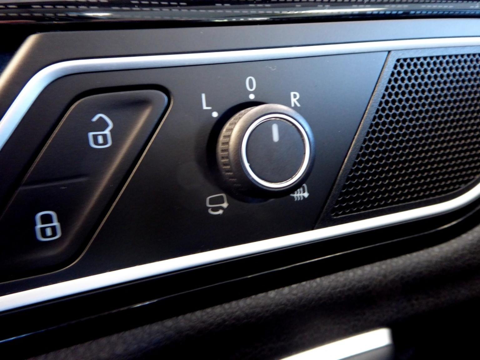 Volkswagen-Golf Sportsvan-22